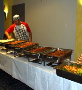 Türk ve Alman toplum temsilcileri iftar yemeğinde buluştular